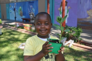 Kitchen Community helps connects kids to healthy foods.